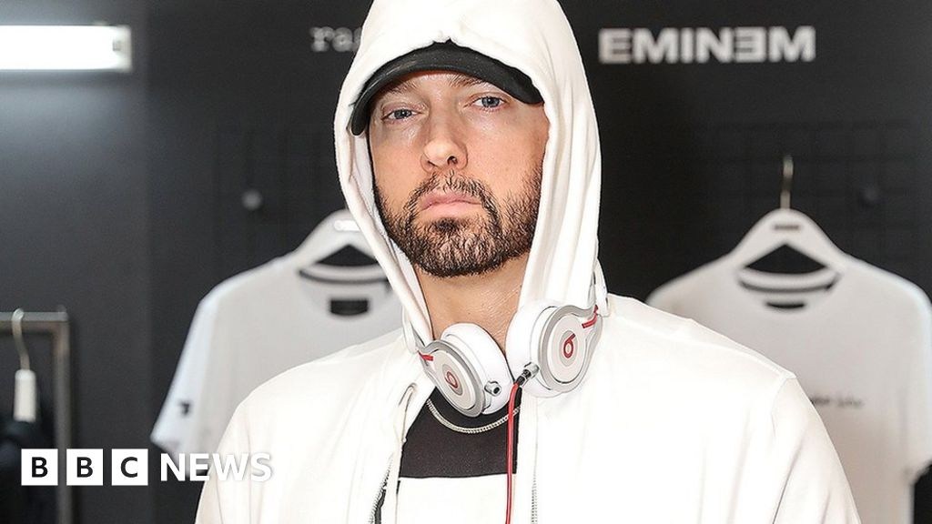 Eminem didn't 'feel right' about homophobic lyrics