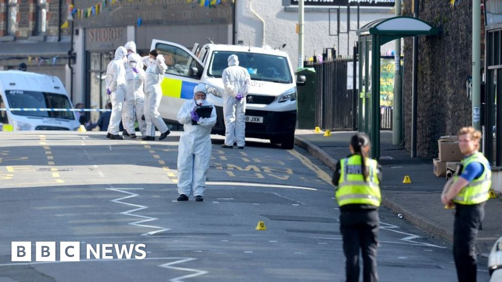 Woman held after 'stabbing' outside shop thumbnail