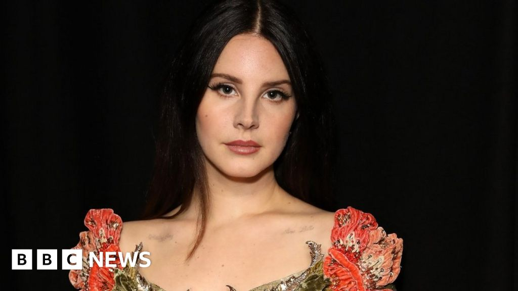 Lana Del Rey Wins Song Of The Decade At The Q Awards Bbc News