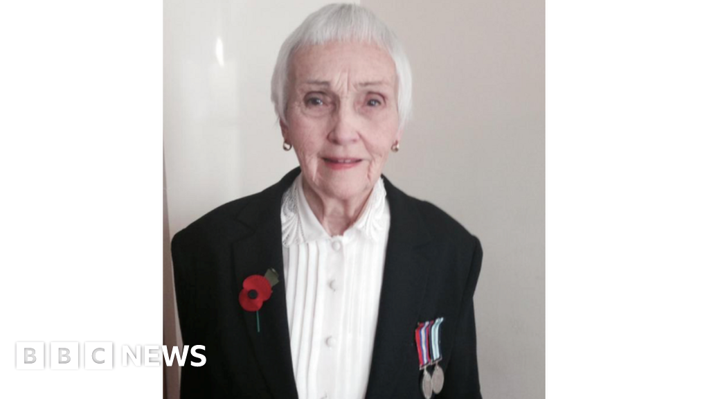 Frozen Expat Pensions 93 Year Old Activist Heads To Downing Street Bbc News
