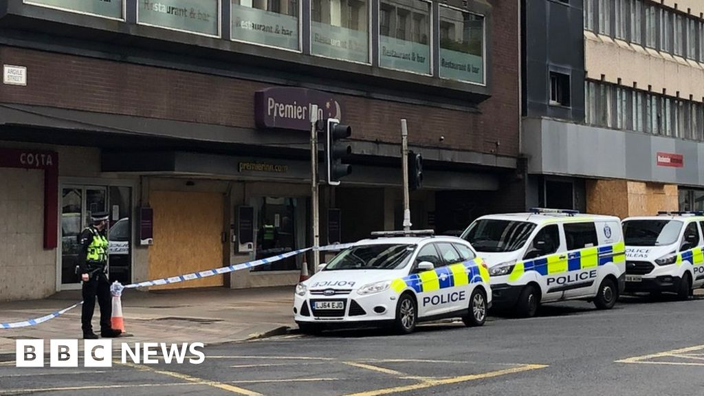 Man treated for stab wounds outside city hotel thumbnail