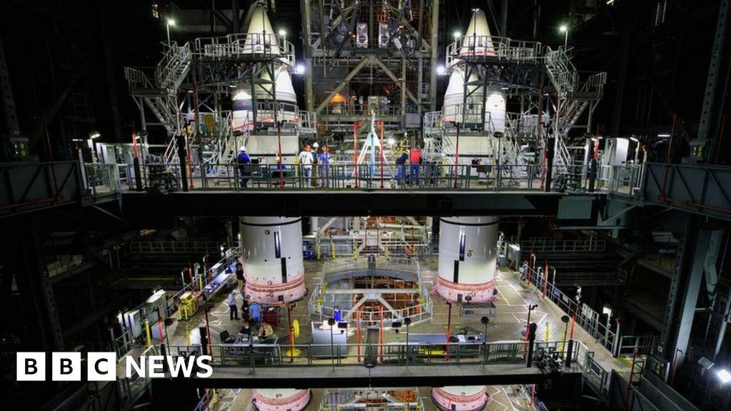 SLS: Nasa assembles twin boosters for its 'megarocket' - BBC News
