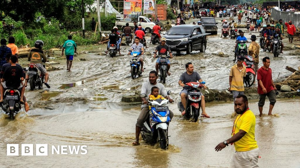 QnA VBage Indonesia floods: Dozens dead in Papua province
