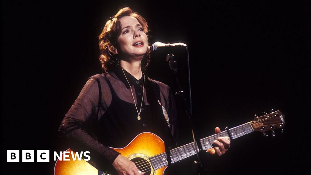 Nanci Griffith: Folk and country singer-songwriter dies aged 68 - BBC News