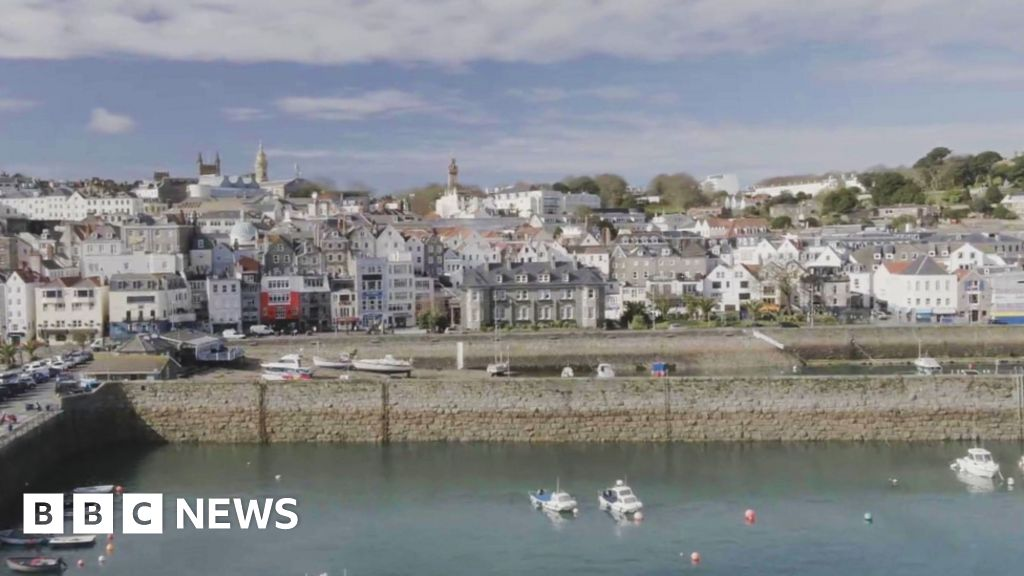 Covid: Guernsey to have fewer restrictions for visitors