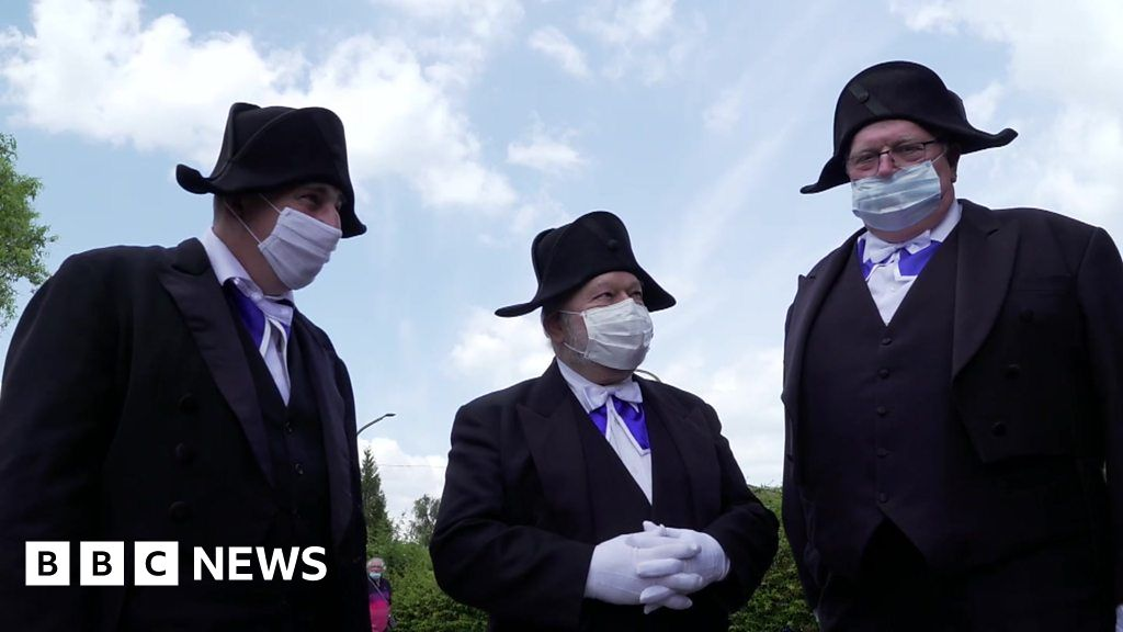 Coronavirus: France's ancient burial brotherhood defies Covid-19 thumbnail