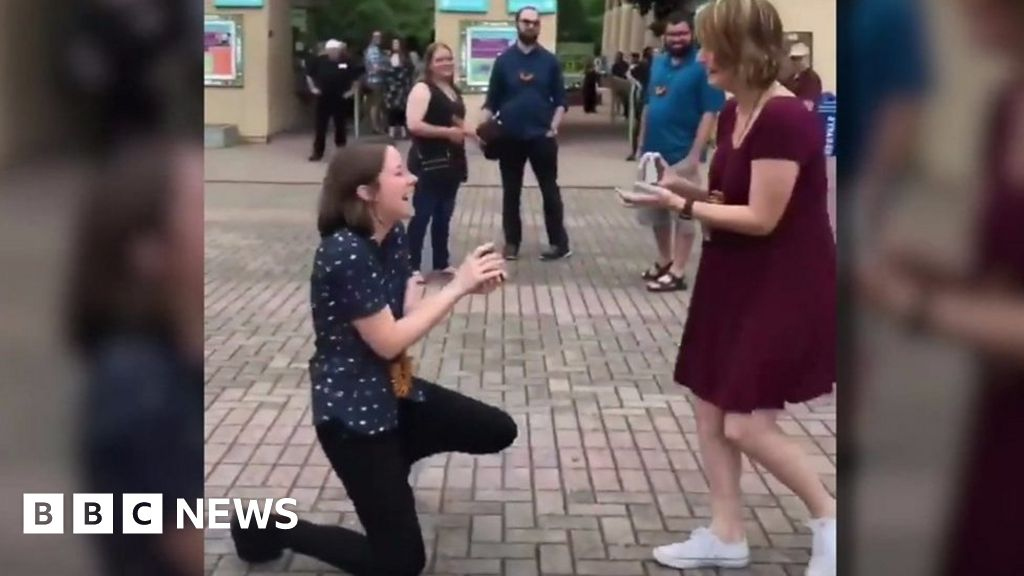 Double Marriage Proposal Video Goes Viral Bbc News