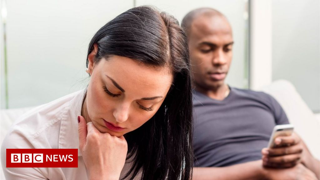 Women more likely to lose interest in sex than men - BBC