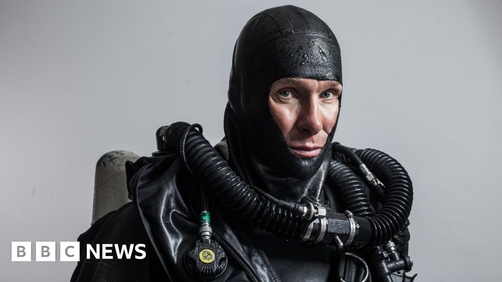 The cave divers who went back for their friends