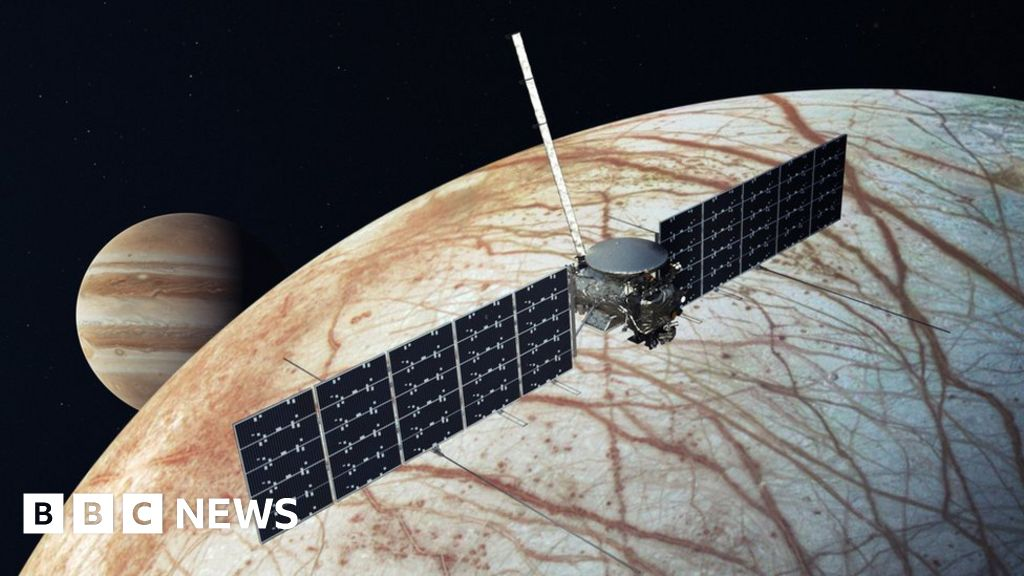 Europa Clipper: Nasa's ocean world mission gets launch date - BBC News