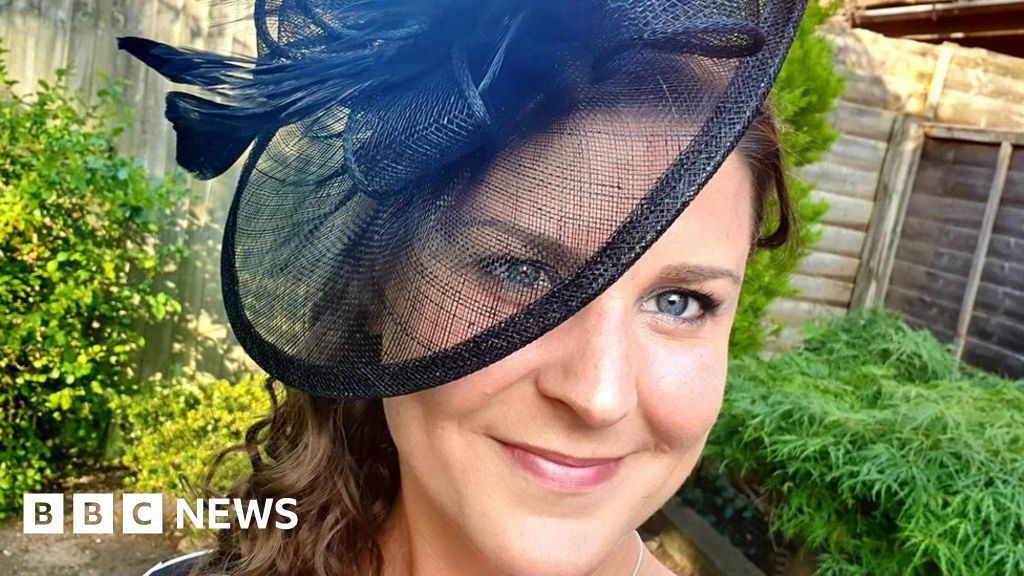 Royal Ascot: Fans dress up your home for the ladies  day