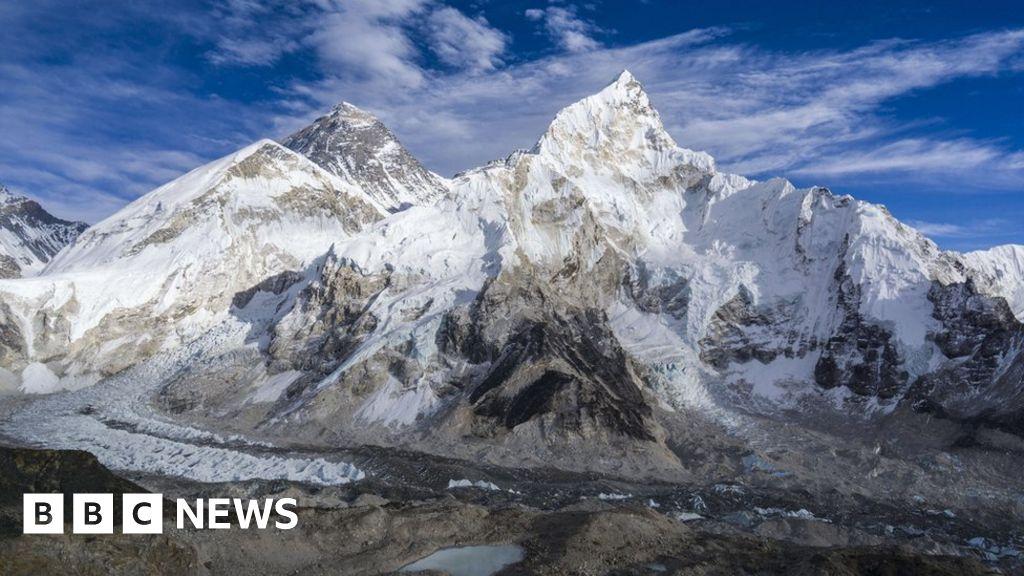 Melting glaciers reveal Everest bodies