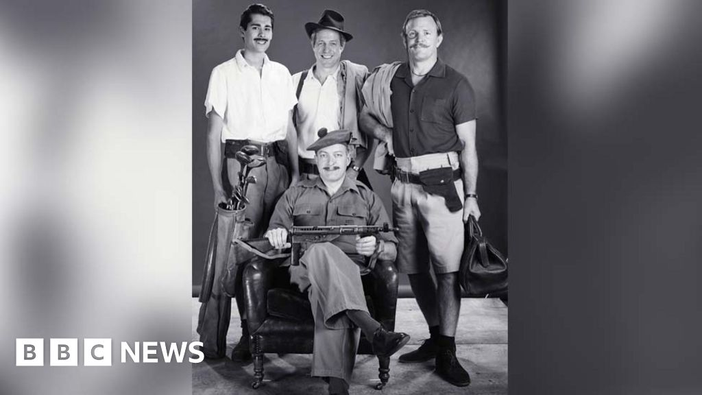 Hugh Grant and Guy Ritchie recreate fathers  Army picture