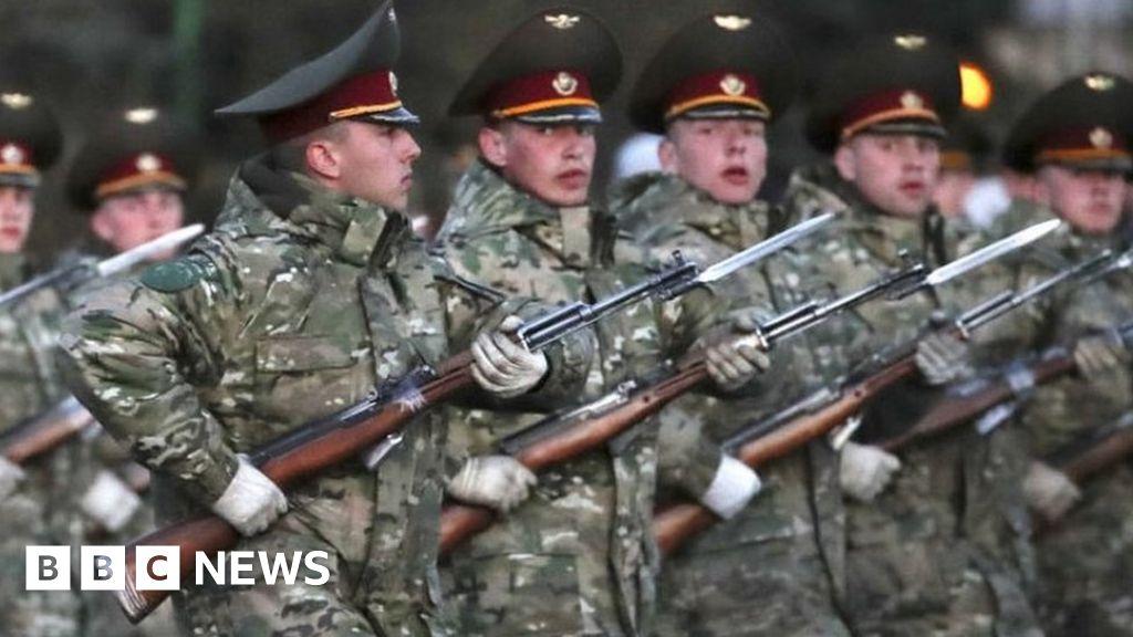 Coronavirus: Belarus WW2 parade defies pandemic and upstages Putin