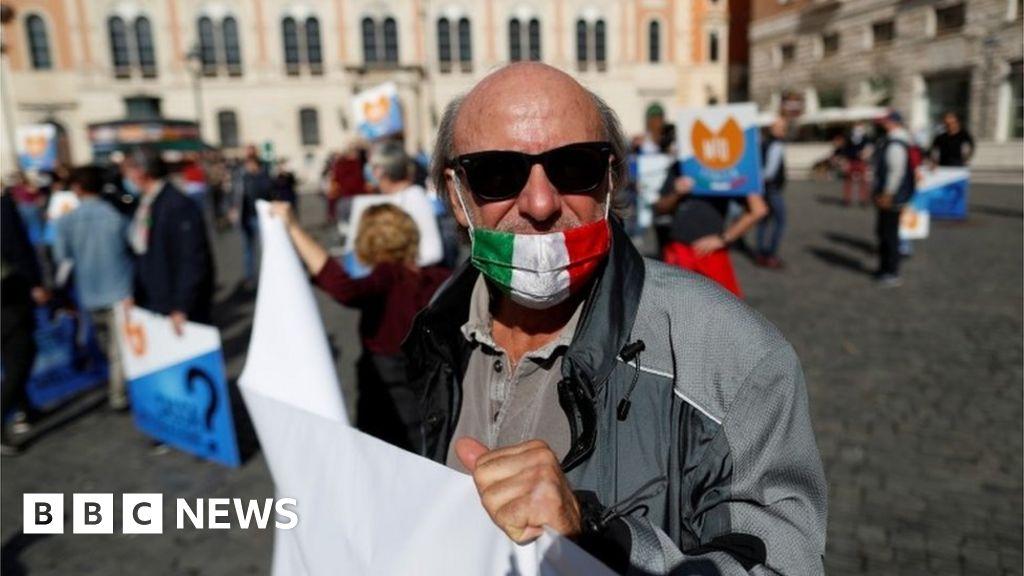 Coronavirus: Italy shuts cinemas, gyms and pools in Covid fight