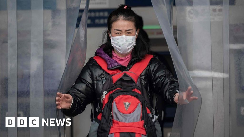 Coronavirus: Foreigners evacuated from Wuhan as China death toll rises