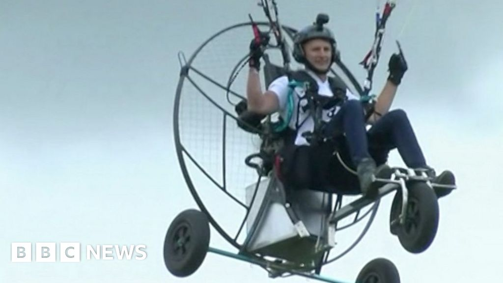 Flying across the UK on my paramotor