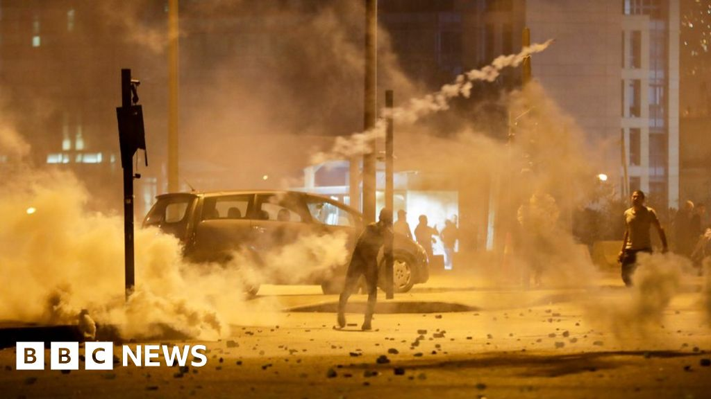 Lebanon crisis: Dozens hurt as police and protesters clash in Beirut