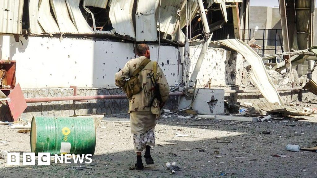 Yemen war: Fighting resumes at key port of Hudaydah