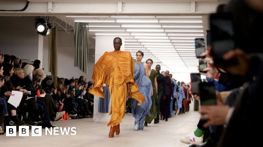 Global fashion industry facing a 'nightmare' thumbnail