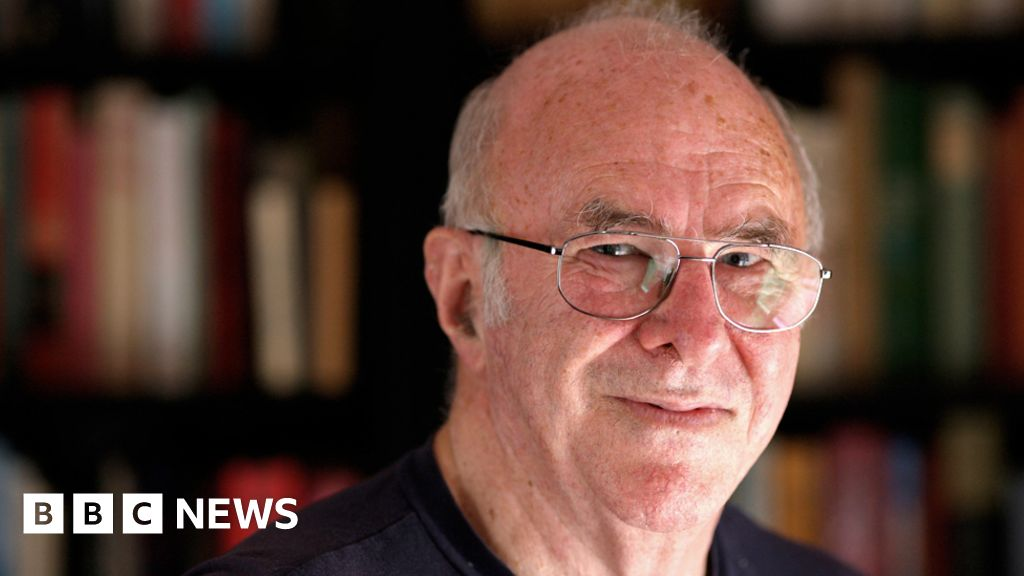 Clive James obituary:  A man of substance