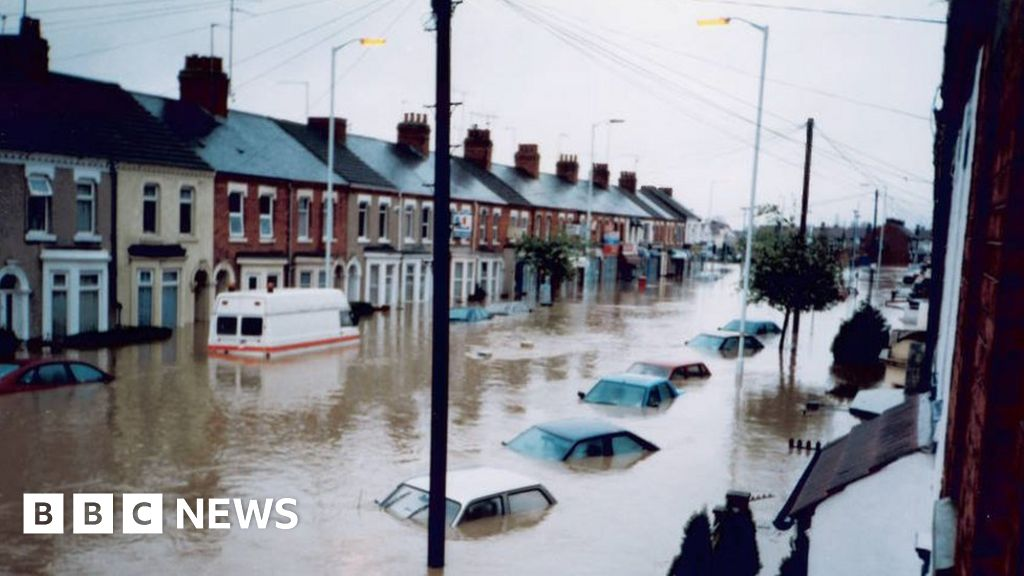 Northamptonshire 1998 Easter Flood Fear Never Goes Away Bbc News