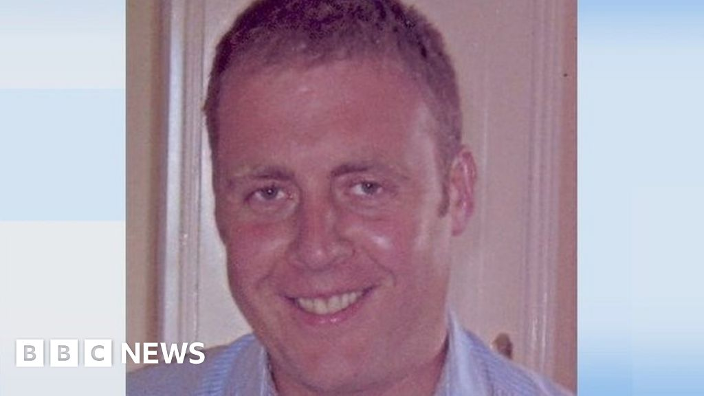 Adrian Donohoe: Man held over killing of Irish policeman