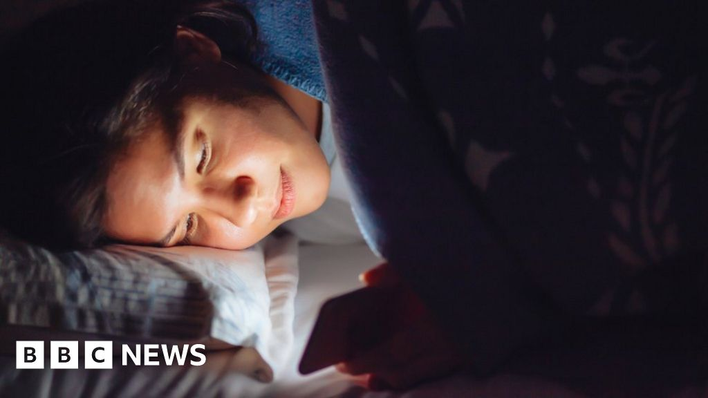 Heavy social media use linked to poor sleep