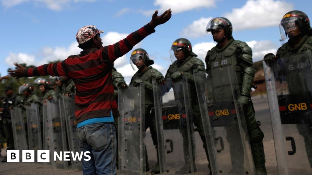 Venezuela crisis: Border clashes as aid row intensifies