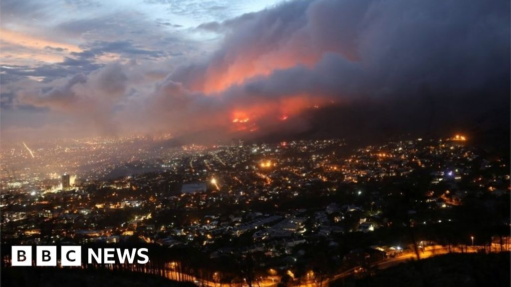 Table Mountain fire: Residents evacuated in Cape Town suburb