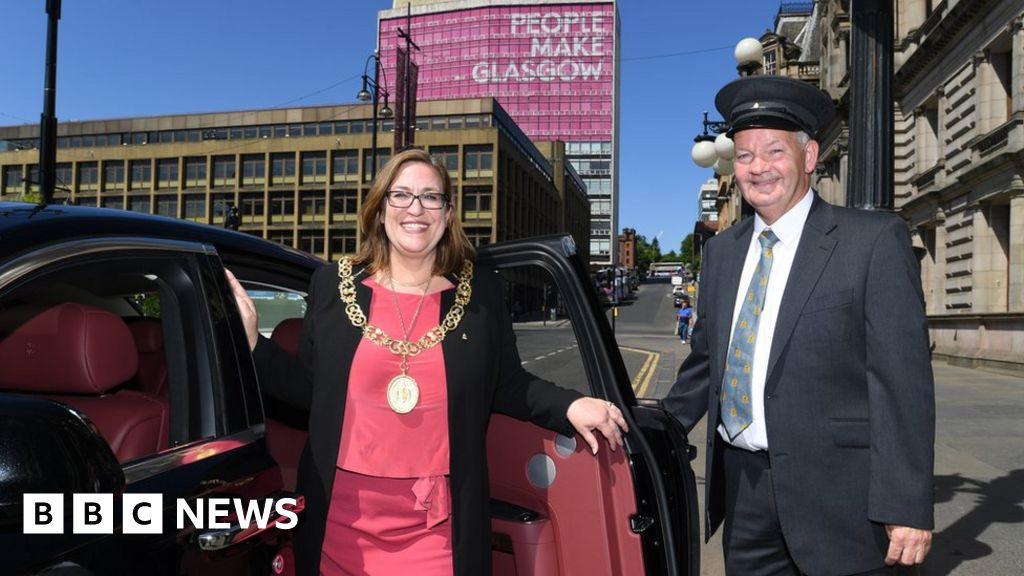 Lord Provost of Glasgow claimed 23 pairs of shoes on expenses