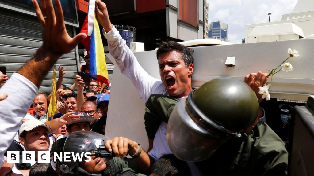 Venezuela opposition figure Leopoldo López leaves Spanish embassy