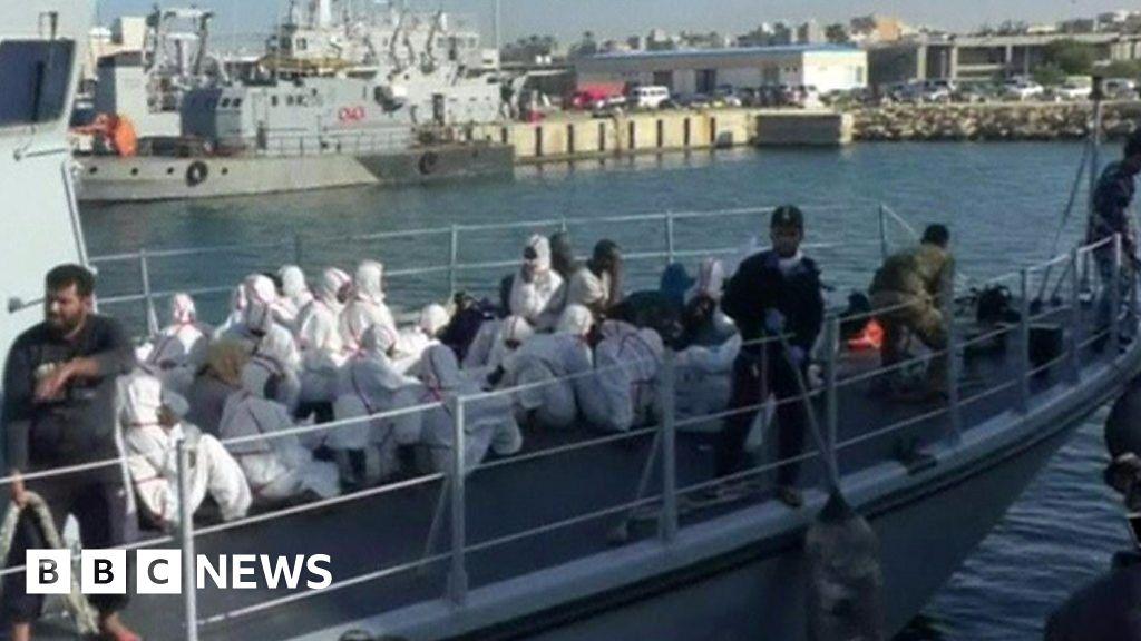 Migrants die as boat sinks off Libya