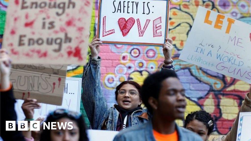 e482b234268 National School Walkout  US students mark Columbine anniversary - BBC News