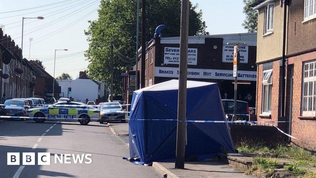 Murder bid arrest over Darlaston pub stabbing - BBC News