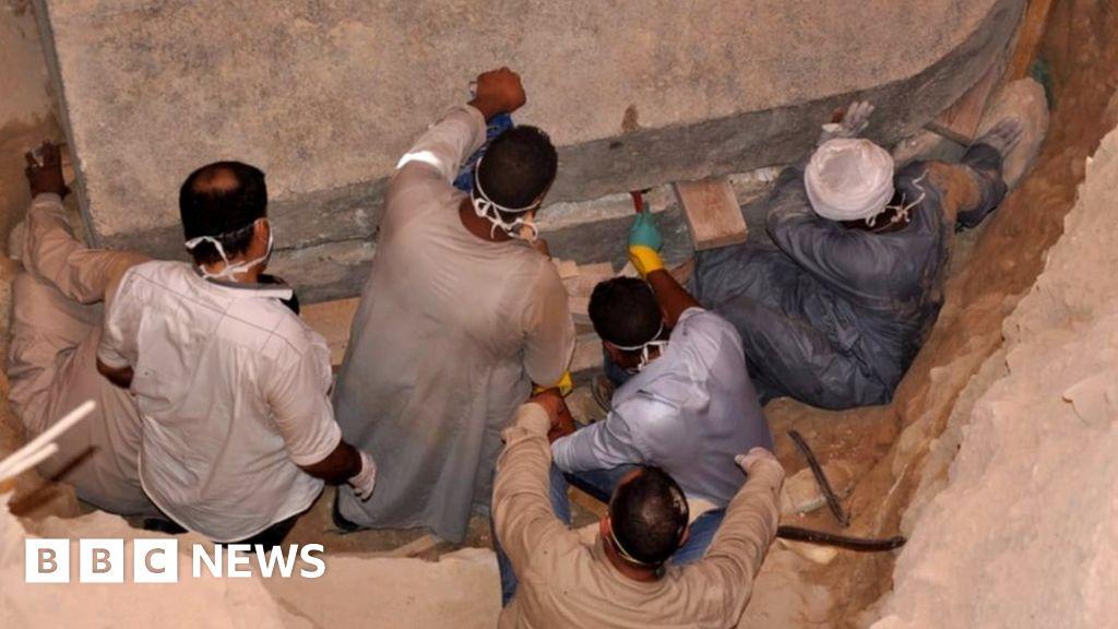 Thriller gloomy sarcophagus opened in Egypt thumbnail