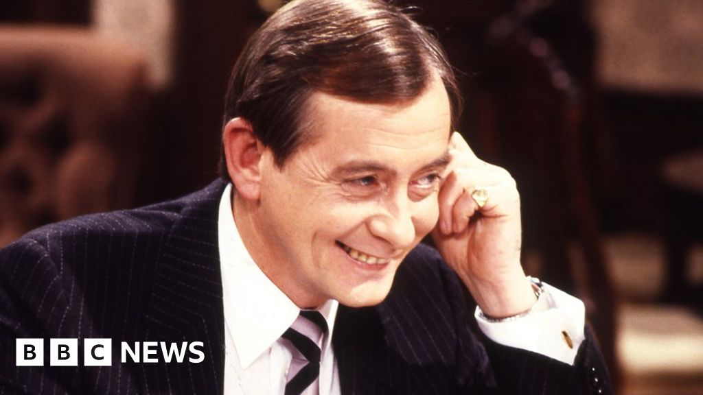Yes Minister actor Derek Fowlds dies aged 82