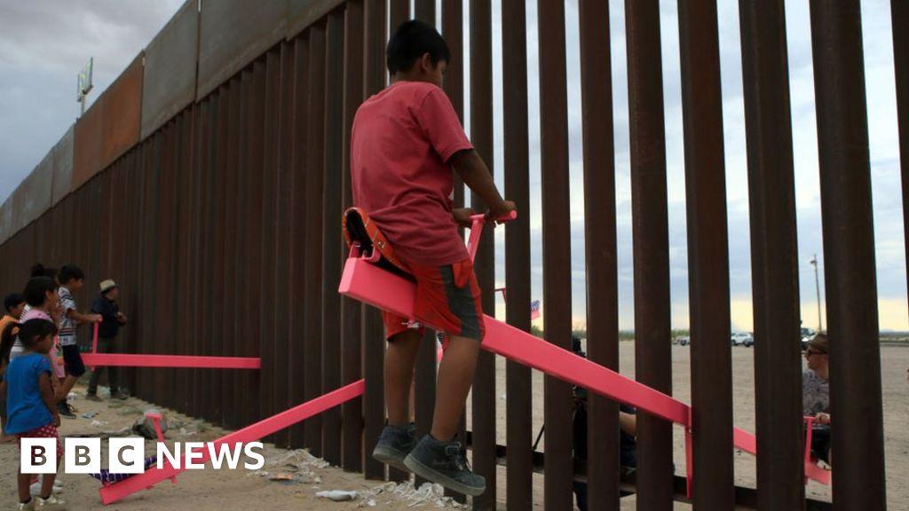 Pink seesaws at US-Mexico wall win design award