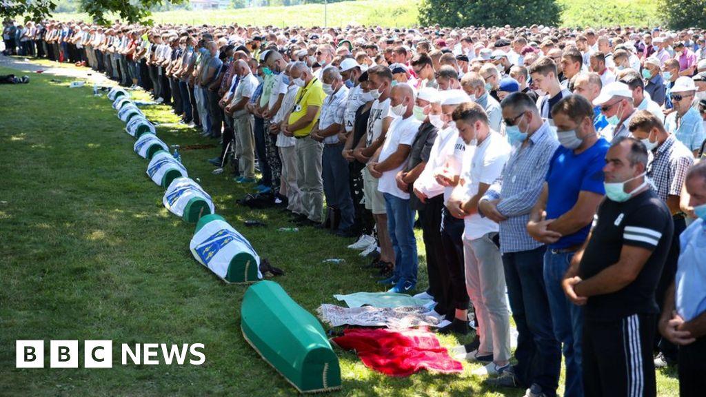 Srebrenica: Boris Johnson pays tribute to victims of bloodbath thumbnail