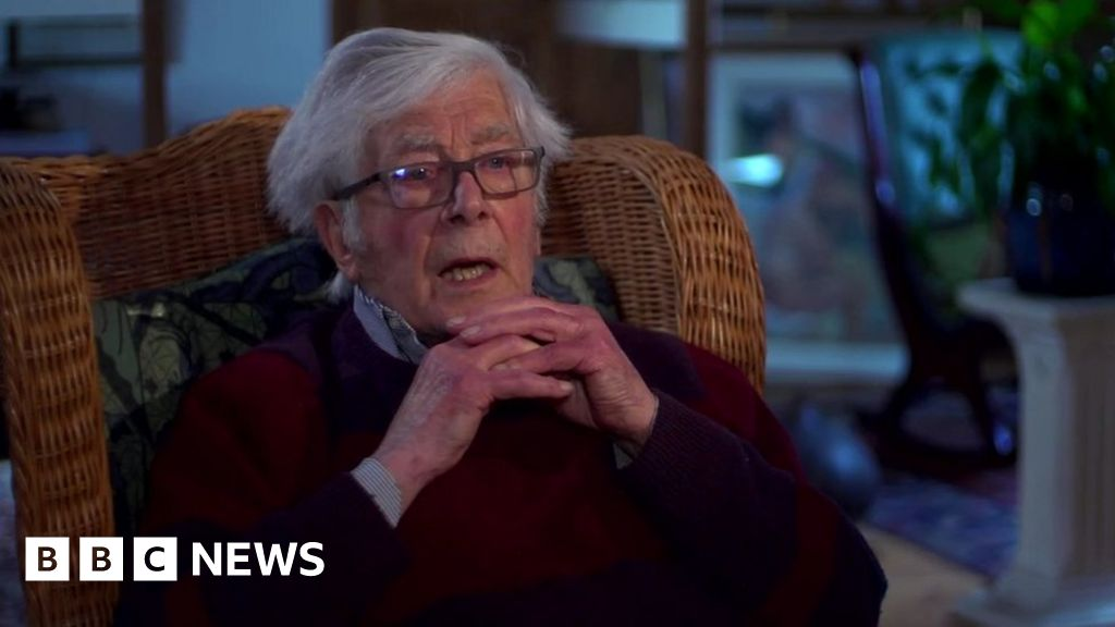 Senior ex-para 'does not recall deaths'