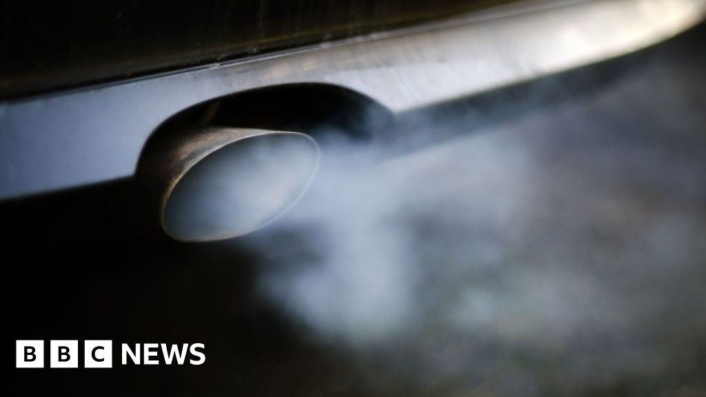 Ban ads for polluting large cars, report says
