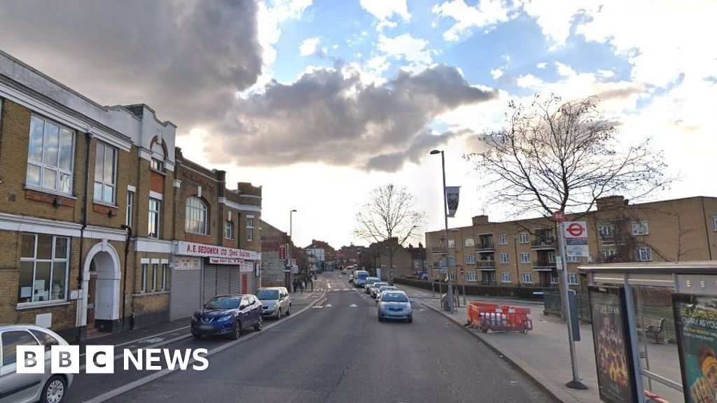 woman-dies-after-being-hit-by-police-car-in-walthamstow
