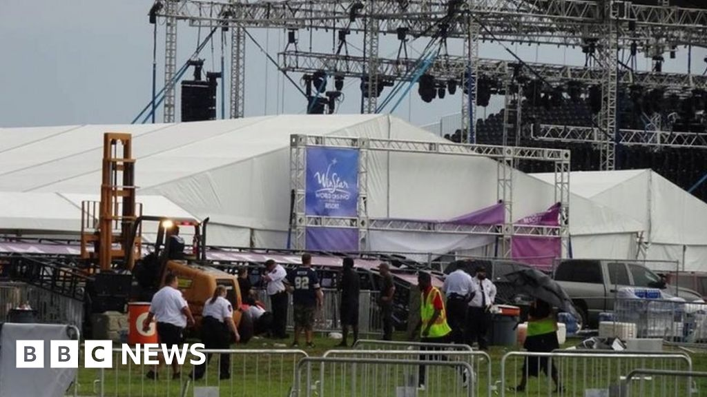Backstreet Boys fans hurt in storm thumbnail