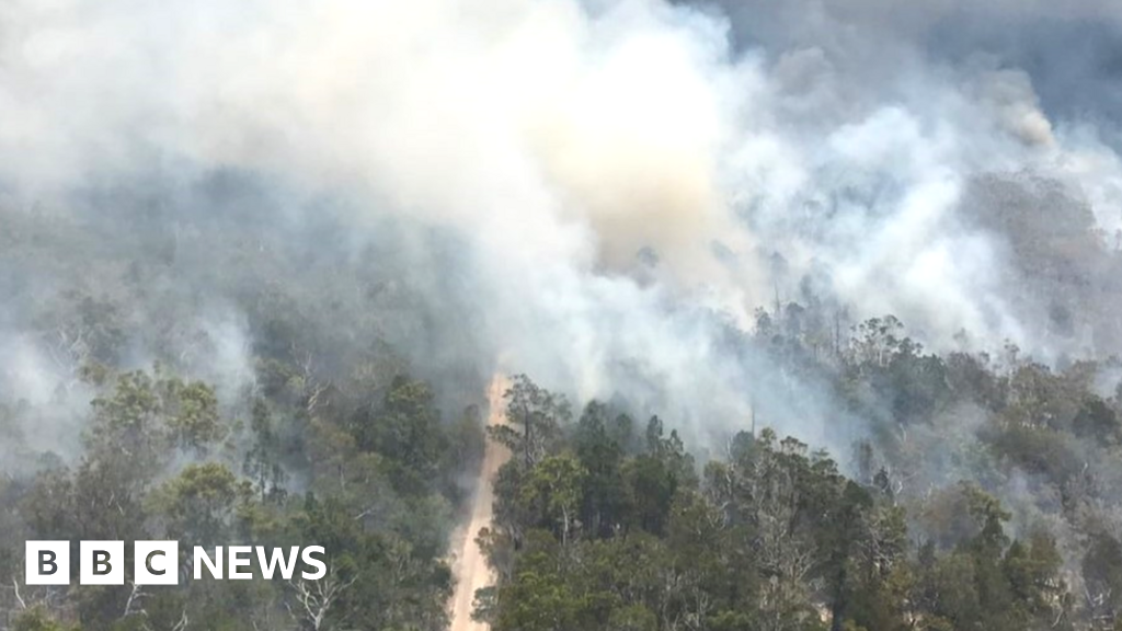 Australia bushfire spreads across popular Fraser Island