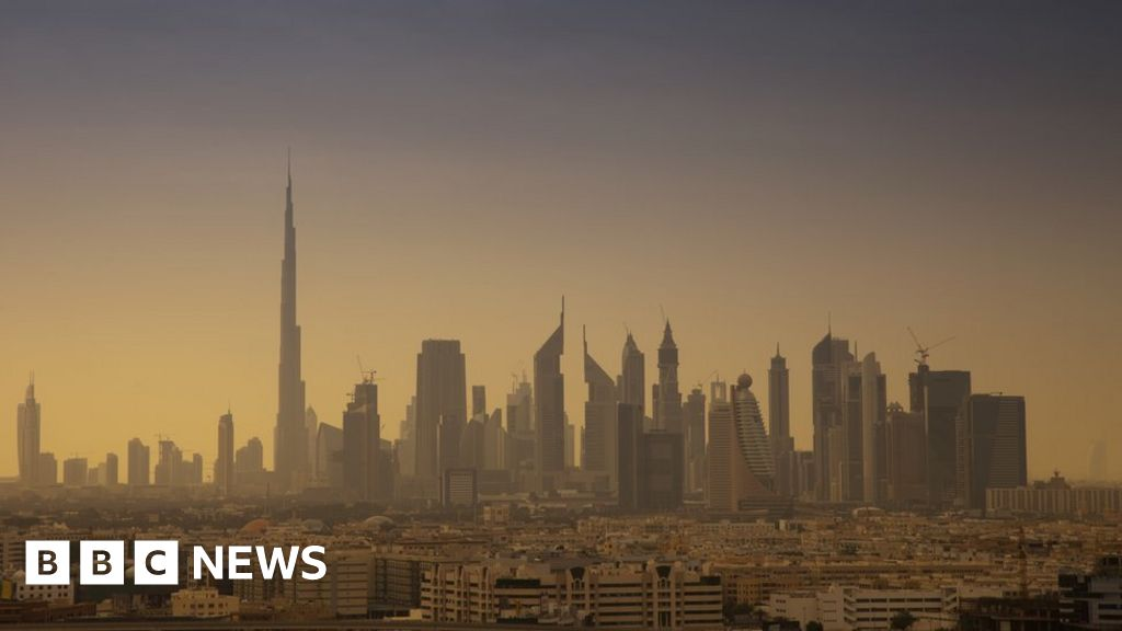 Ten things you can't do in Dubai - BBC News
