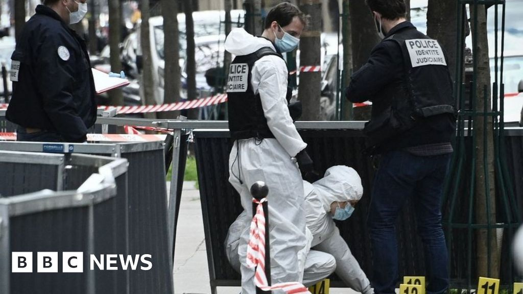 Manhunt after 'execution' shooting in Paris