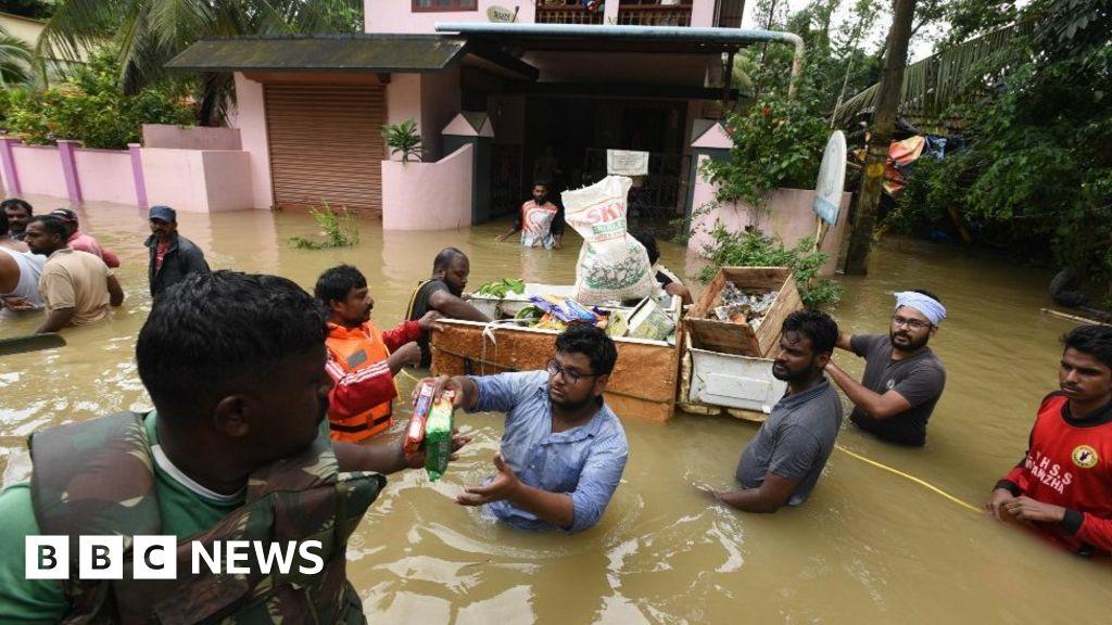Kerala flood relief groups rescue 22,000 thumbnail