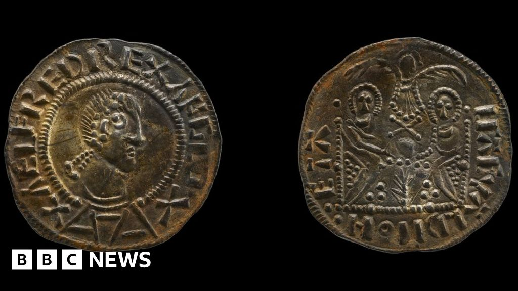 Detectorists stole hoard that 'rewrites history'