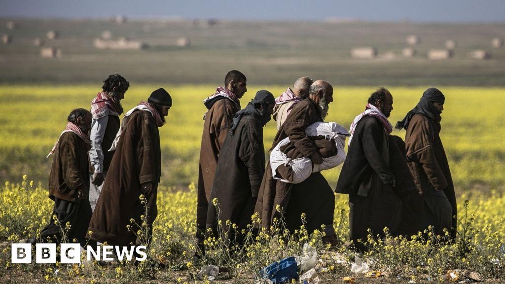 IS militants 'caught escaping last enclave' thumbnail
