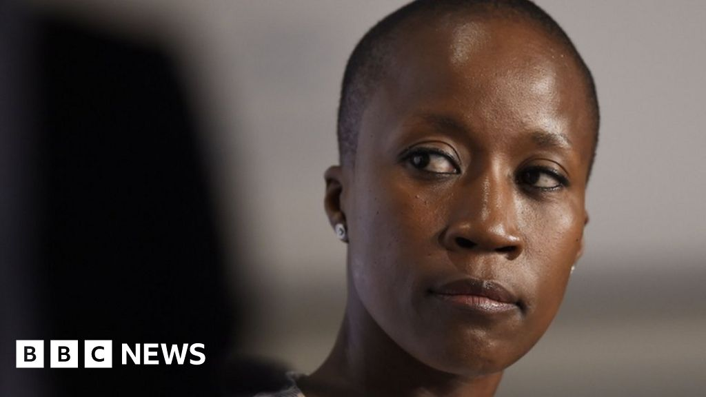 Rokia Traoré: Paris court releases Mali singer but backs extradition thumbnail